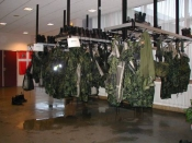 Regntøj, basis og støvler hænger til afdrypning
